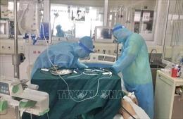 Hai bệnh nhân COVID-19 qua cơn nguy kịch một cách thần kỳ
