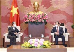 Chủ tịch Quốc hội Vương Đình Huệ tiếp Đại sứ Trung Quốc