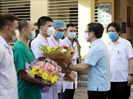 Hình ảnh các y, bác sĩ Vĩnh Phúc lên đường hỗ trợ Bắc Giang, Bắc Ninh