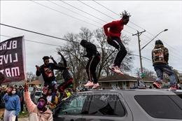 Lao xe vào người biểu tình tại Mỹ khiến 4 người bị thương vong
