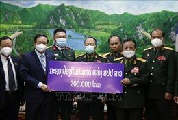 Bộ Quốc phòng Lào ủng hộ Quỹ phòng chống COVID-19 của Việt Nam 200.000 USD