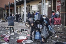 Bạo động khiến ít nhất 40.000 doanh nghiệp Nam Phi bị ảnh hưởng