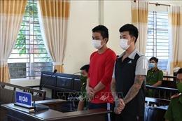 Phạt tù 2 thanh niên trốn khai báo y tế,tấn công lực lượng công an