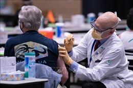 Mỹ cấp phép tiêm liều vaccine tăng cường của Pfizer cho người cao tuổi