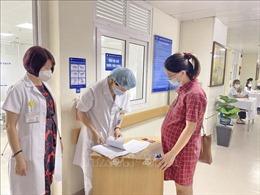 Hà Nội: Tiêm vaccine phòng COVID-19 cho phụ nữ mang thai trên 13 tuần