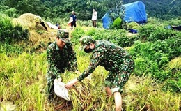 Bộ đội biên phòng Quảng Bình hỗ trợ nhân dân vùng biên giới phòng, tránh mưa bão