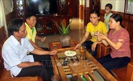 Cô giáo Vật lý làm hồi sinh chiếc bánh nổ truyền thống Quảng Trị