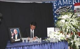 Lãnh đạo TP Hồ Chí Minh viếng Thượng Nghị sỹ John McCain