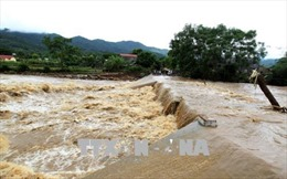 Lũ dâng cao, nhiều hộ dân Văn Bàn, Lào Cai phải di chuyển khẩn cấp trong đêm