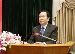 Đồng chí Trần Thanh Mẫn trao quà Tết tặng các gia đình chính sách tỉnh Hậu Giang