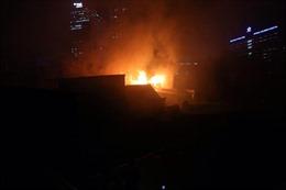 Cháy 6 ngôi nhà liền nhau trên phố Đê La Thành, Hà Nội