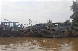 Truy đuổi, bắt giữ 3 thuyền công suất lớn hút cát trái phép trên sông Đồng Nai