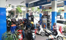 Giá xăng giảm nhẹ, giá dầu giữ nguyên