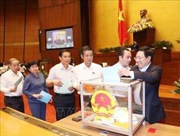 Hình ảnh Quốc hội bỏ phiếu tín nhiệm đối với 48 chức danh
