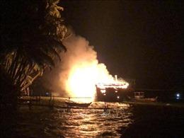 Cảnh sát PCCC phải tháo rời máy bơm sang xã đảo chữa cháy tàu cá 67