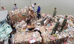 Tạm giữ 14 tấn phế liệu nhập lậu qua biên giới Việt Nam - Campuchia