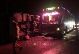 Hai xe khách đâm nhau trên Quốc lộ 1A, 14 người thương vong