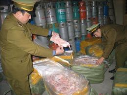 Bị xử phạt 12 triệu đồng vì vận chuyển nầm lợn bốc mùi hôi thối