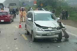 Ô tô lấn làn tông trực diện xe máy tại Hà Nội, hai người tử vong