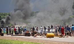 Biểu tình biến thành bạo loạn đường phố tại Zimbabwe