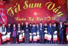 Chánh án Nguyễn Hòa Bình trao quà Tết cho người nghèo, đối tượng chính sách