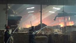 Sát ngày ông Công, ông Táo, 'bà hỏa' thiêu rụi 3.000 m2 xưởng gỗ