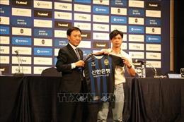 Tiền đạo Công Phượng ra mắt cổ động viên Incheon United, Hàn Quốc