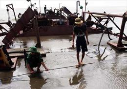 Bắt giữ sà lan hút hàng trăm mét khối cát trái phép trên biển Cần Giờ