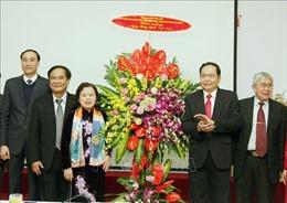 Chủ tịch Ủy ban Trung ương MTTQ Việt Nam chúc mừng cán bộ ngành Y tế