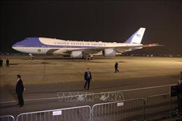 Hình ảnh chuyên cơ của Tổng thống Mỹ Donald Trump đáp xuống Nội Bài