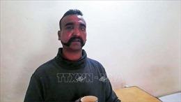 Pakistan trao trả Ấn Độ phi công quân sự
