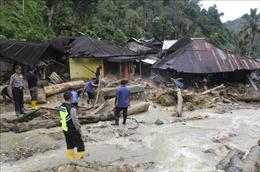 Mưa lớn gây lũ quét, ít nhất 42 người thiệt mạng