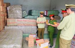 Bắt giữ gần 5 tấn bánh kẹo, đồ chơi trẻ em không rõ nguồn gốc ở Thanh Hoá