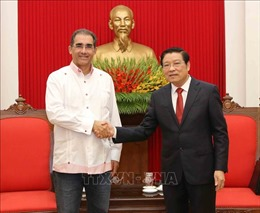 Đồng chí Phan Đình Trạc tiếp Tổng Thư ký Đảng Liên minh Dân tộc Panama