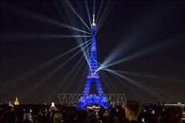 Tháp Eiffel tròn 130 năm tuổi