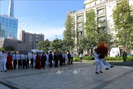 TP Hồ Chí Minh dâng hương tưởng niệm Chủ tịch Hồ Chí Minh