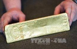 Giá vàng thế giới chạm mức cao nhất trong gần 6 năm