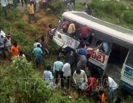Xe buýt mất lái lao xuống vực, 9 nữ sinh thiệt mạng