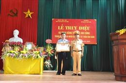 Trao Bằng 'Tổ quốc ghi công' cho thân nhân Trung tá Trần Văn Vang hy sinh khi đang làm nhiệm vụ
