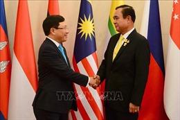 Các Bộ trưởng Ngoại giao ASEAN chào xã giao Thủ tướng Thái Lan