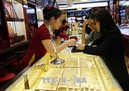 Giá vàng trong nước tiếp tục tăng mạnh theo giá vàng thế giới