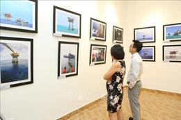 Ra mắt sách, trưng bày 100 bức ảnh mới nhất về Trường Sa