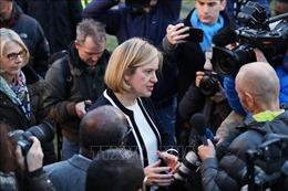 Nhìn 'gương' 21 nghị sĩ bị khai trừ, Bộ trưởng Việc làm và Hưu trí Anh từ chức