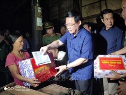 Phó Thủ tướng Vương Đình Huệ thăm, động viên nhân dân vùng lũ Quảng Bình