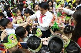 Đêm hội Trăng rằm cho 1.000 trẻ em có hoàn cảnh khó khăn ở Hà Nội