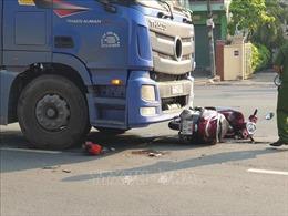 Một phụ nữ tử vong dưới bánh xe container tại 'Ngã ba tử thần'