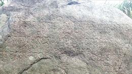 Công bố bản dịch ký tự chữ Chăm Pa cổ trên bia đá tại huyện Đắk Pơ, Gia Lai