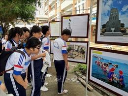 Triển lãm 'Hoàng Sa, Trường Sa của Việt Nam' đến với giáo viên, học sinh Long An