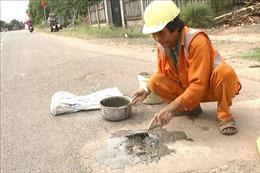 Ông Võ Văn Có hơn 20 năm tình nguyện vá đường