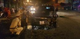 Lái xe ô tô bán tải say rượu đâm vào bục vòng xoay ở thành phố Đồng Xoài